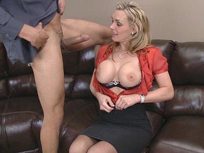 Lick my pussy good, Carlo