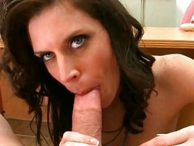 Mother i would like to fuck gets a huge facial