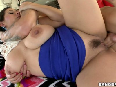 Natural exotic MILF Raylene gets screwed on her side