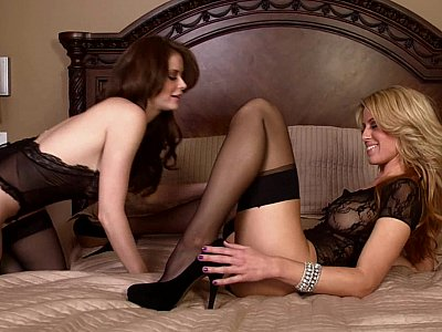 Long legged lesbians in stockings