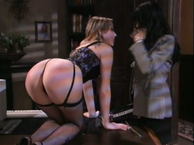 Hot secreatry punishes new emploee girl