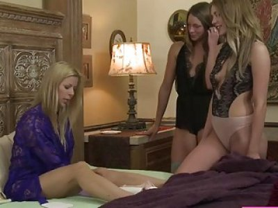 Alexis Fawx getting fucked by a horny lesbian Blake Eden