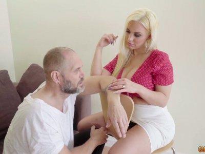 Argentinian hooker Blondie Fesser is impaled on a hard huge cock