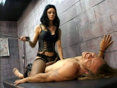 Spoiled brunette in corset Leah Wilde makes naked dude cry