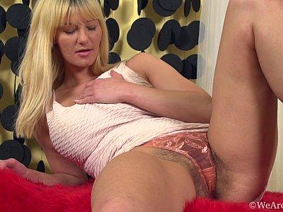 Hairy blonde hottie