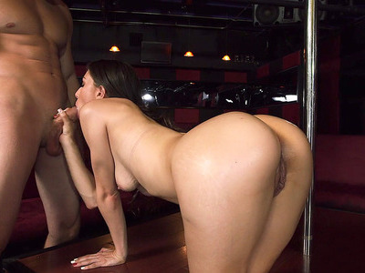 Alexis Rodriguez aka Miss Rican sucking dick on the stage