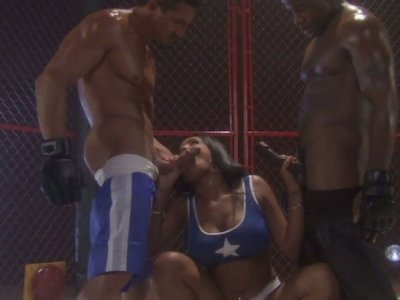Wrestling girl Havana Ginger gets fucked in the ring