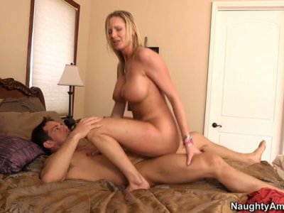 Fantastic blonde hoe Zoe Holiday gets fingered and pounded doggy style