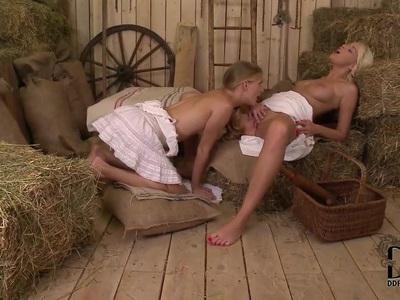 Cayenne Klein and Karol Lilien aka Sarol have hot barn action