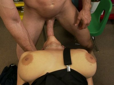 Busty trollop Haley Cummings gets a hard ass plug at work